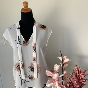 Camber & Grace Floral mixed media top size S